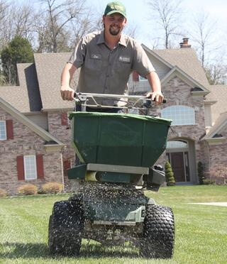 Now Hiring Lawn Care Applicator - St. Louis